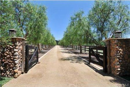 Scenic Equestrian Horse Ranch w Horseback Riding - 穆列塔(Murrieta) - 公寓