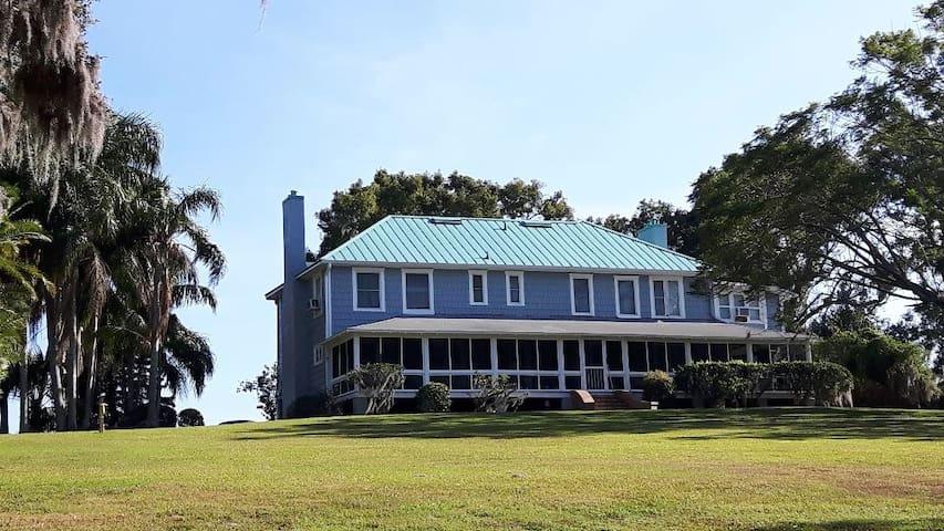 The Grove House on Eagle Lake