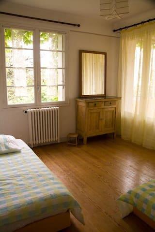 chambres d'hôtes chez l'habitant - Laroque-d'Olmes