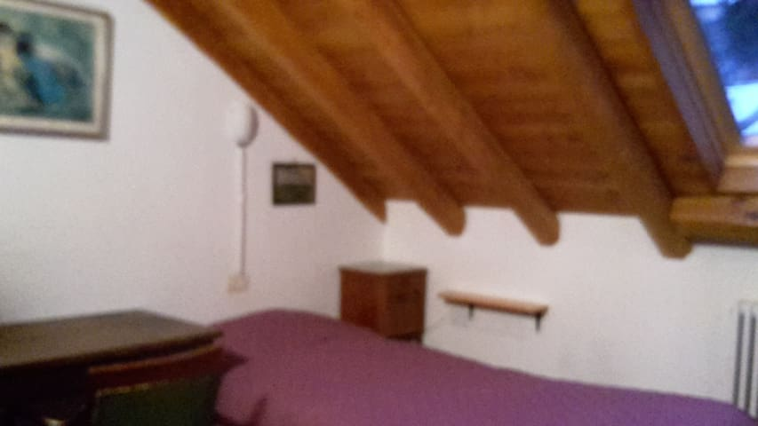 Lovely attic under the roof - Campertogno - Byt