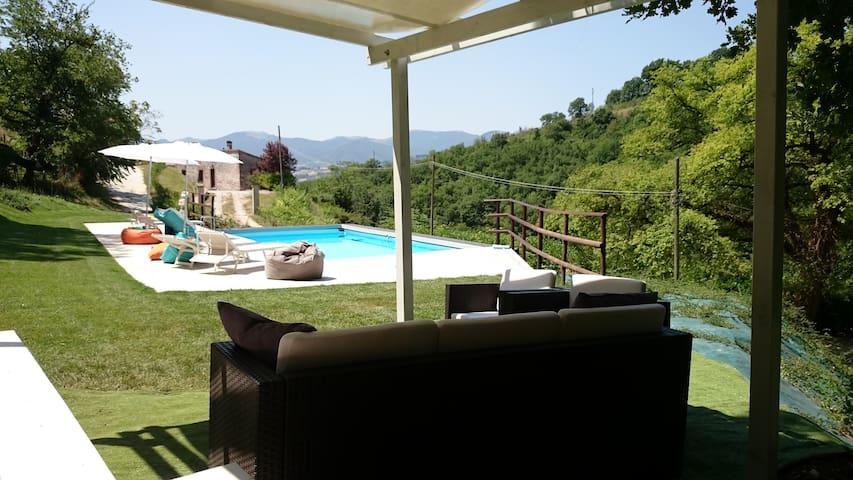 Villa La Quercia d'oro con piscina - Fabriano - Apartment