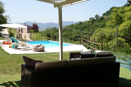 Villa La Quercia d'oro con piscina - Fabriano - Flat