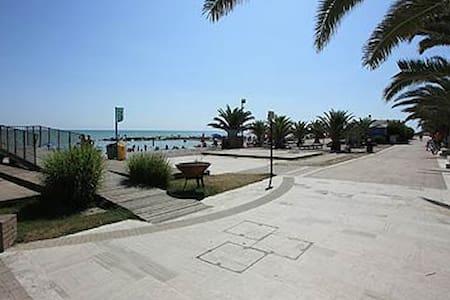 Appartamento Mare e Monti  90qm - Marina di Altidona - Lejlighed