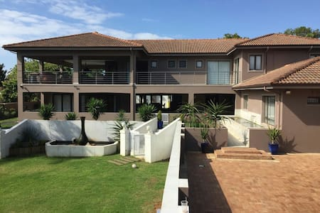 Modern Spacious Guesthouse - Umhlanga Rocks - Guesthouse