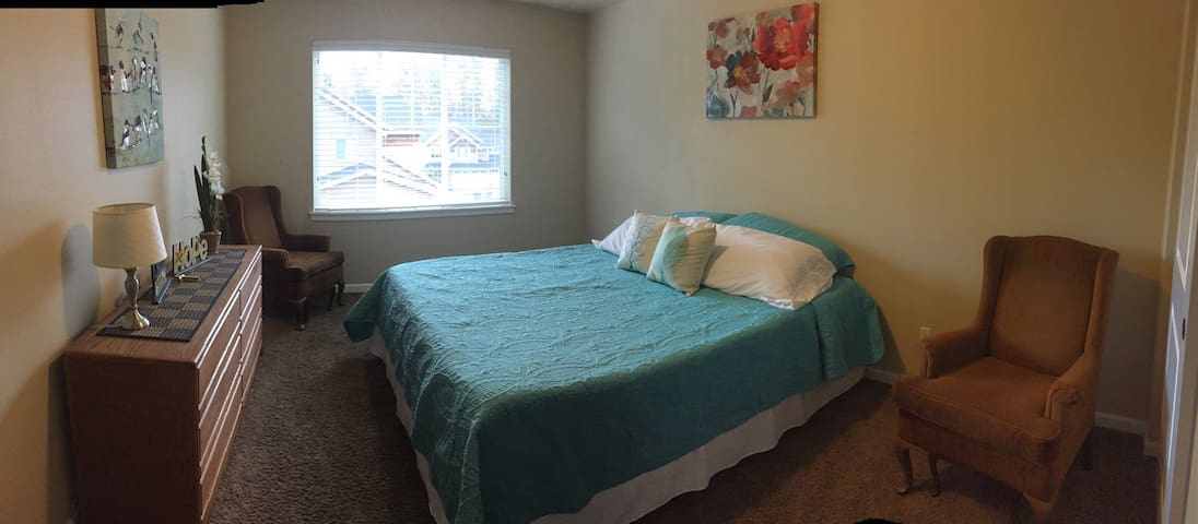 Spacious bedroom in quiet setting! - Puyallup - House