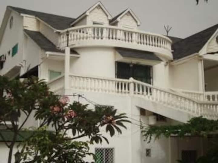 #10 princess apartments 230 mt to senegambia strip
