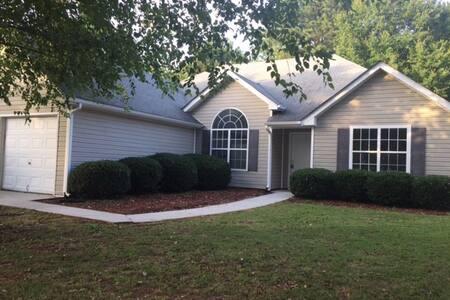 Cozy Atlanta Metro Area Home/house - Snellville