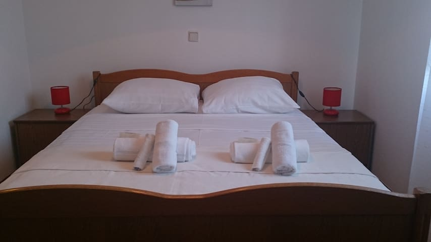 Rooms near city centre of Trogir - Trogir - Casa