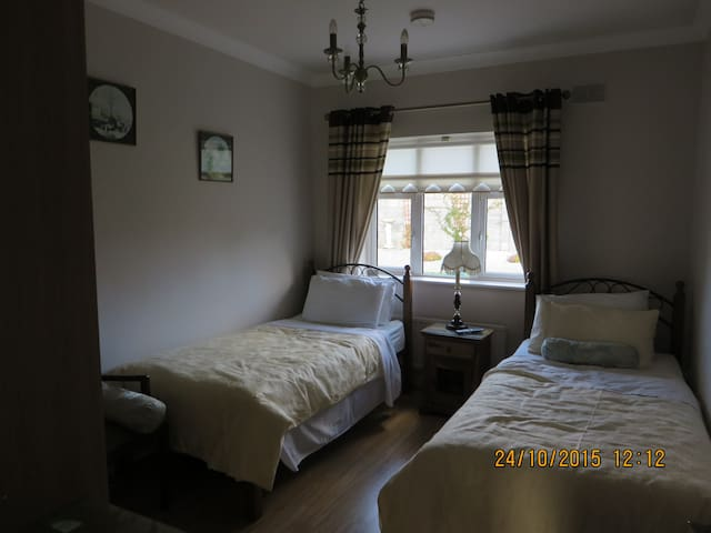 ARAH B&B: Modern Detached Bungalow. - Sallins - Bed & Breakfast