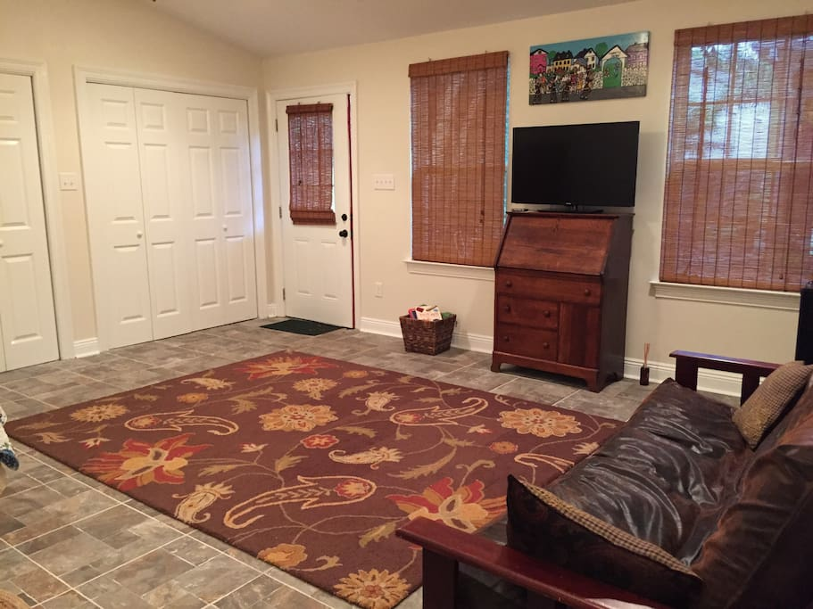Spacious studio cottage with queen size bed and futon, mini-fridge and coffee station.