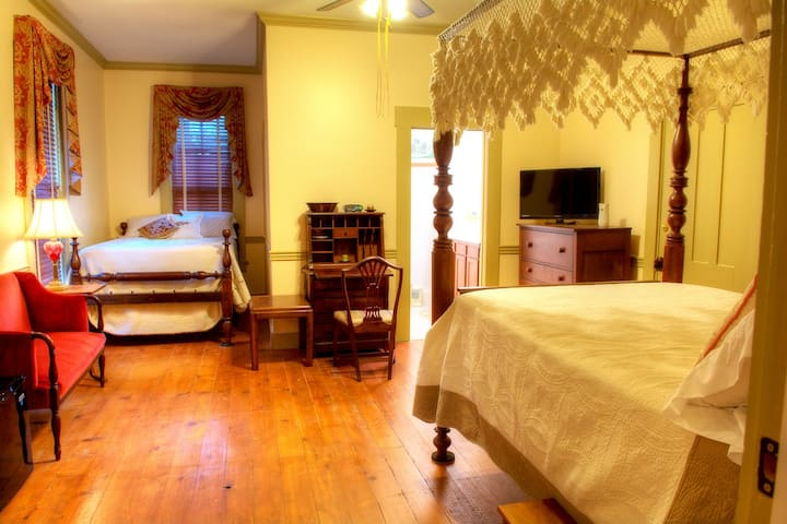 Emma's Bed and Breakfast (Becca's Bungalow)