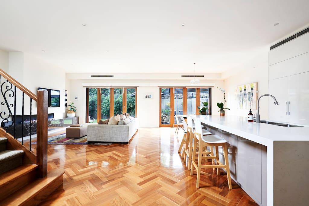 modern day lux reihenh user zur miete in malvern east. Black Bedroom Furniture Sets. Home Design Ideas