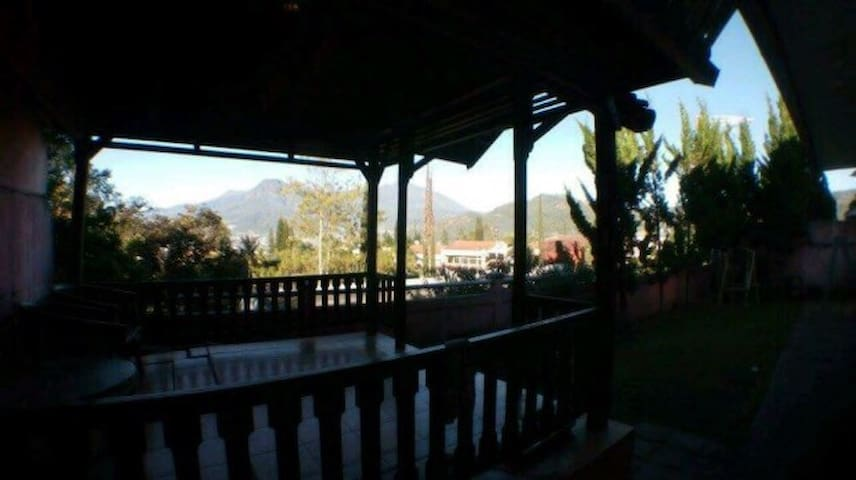 Villa Valencia Batu City View - Batu - Willa