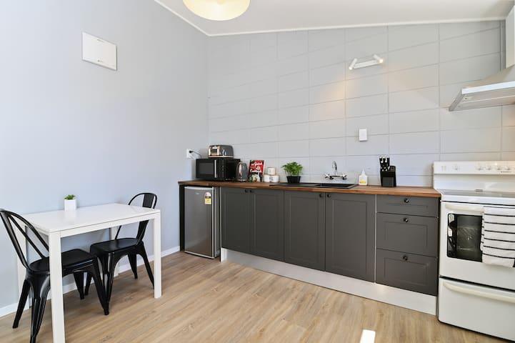 Comfy Stylish 1 Bedroom apartment Unit 2