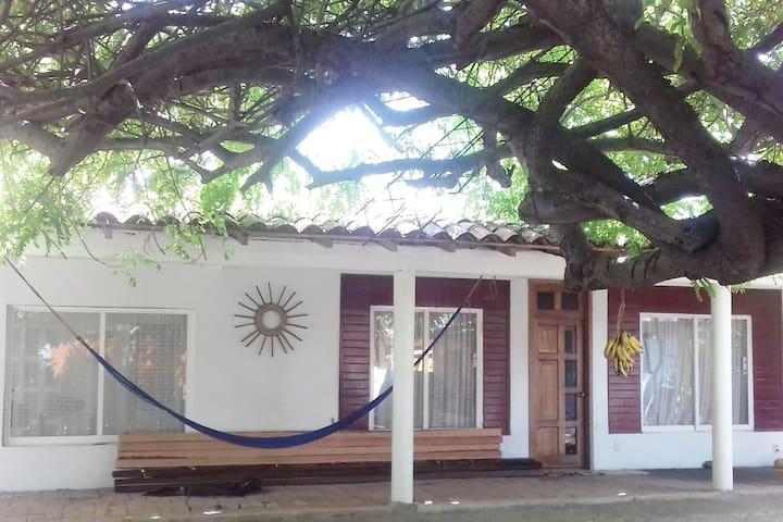 Casa con playa y cabaña en La Bocana, Marquelia