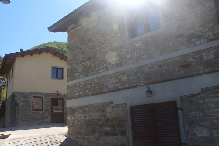 AFFITTA CASE VACANZA REGNANO - Regnano-villa - Apartemen