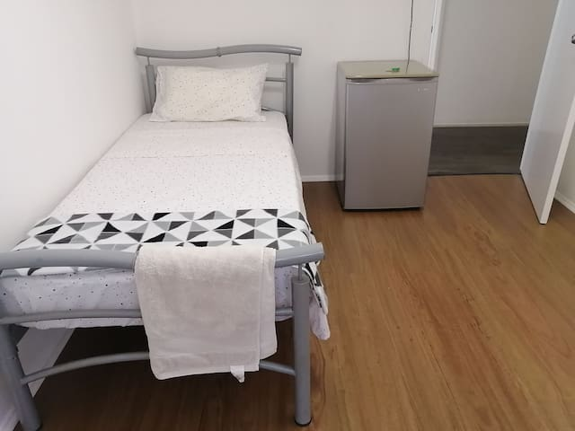 Private Single room at prime location South Bank