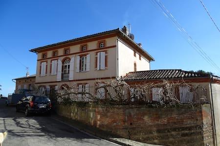Maison de charme au coeur d'un village - Caujac - Villa