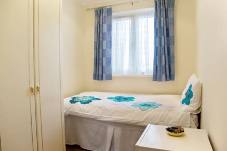 Single Bedroom with b/fast & wifi - Wembley - Bed & Breakfast