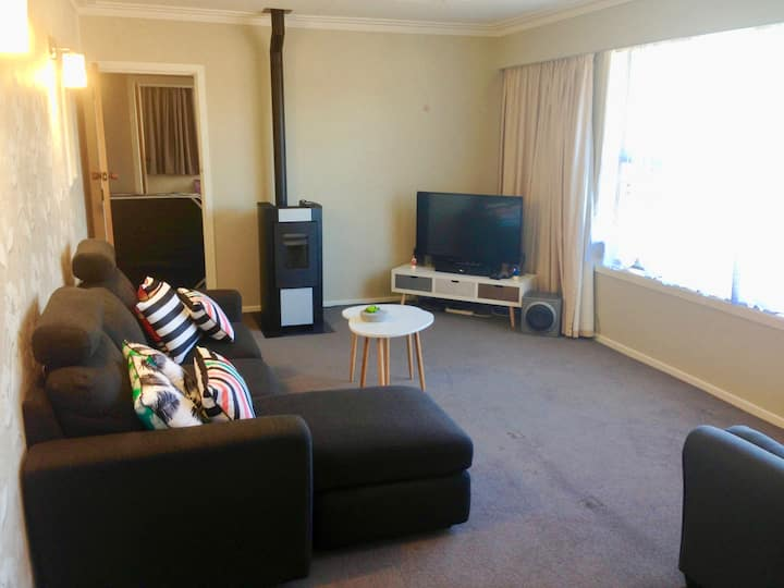 Big & Bright in St Clair (2 Bedrooms Plus 3 T&C)