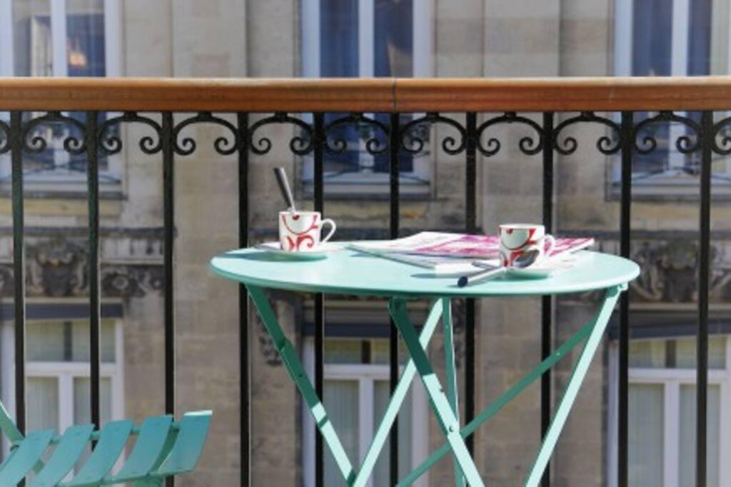 Table sur le balcon