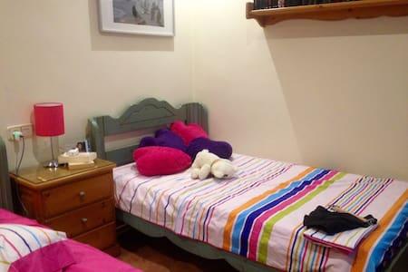 Habitacion juvenil  dos camas 105 - Cox - Bed & Breakfast