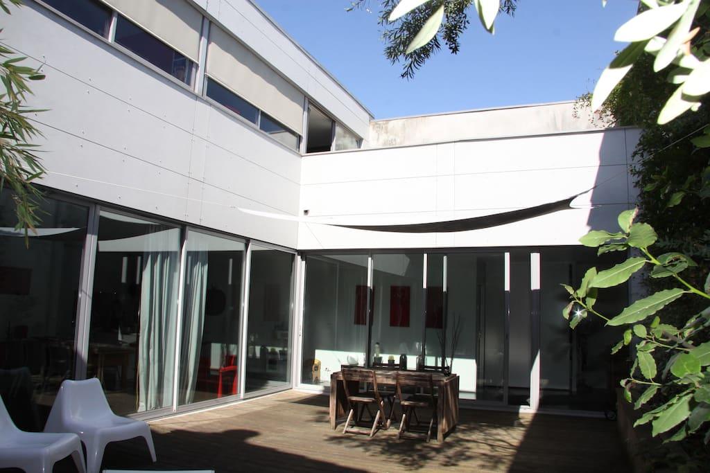 Maison d 39 architecte esprit loft avec spa maisons for Maison louer bordeaux