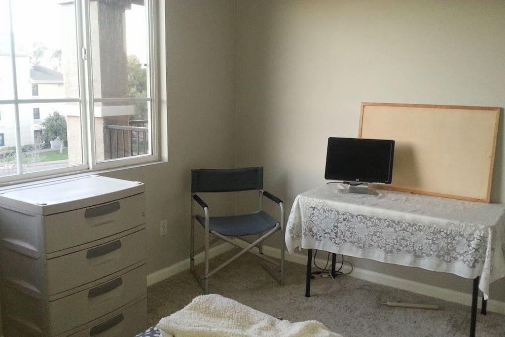 Dresser, desk now instead of table, wifi