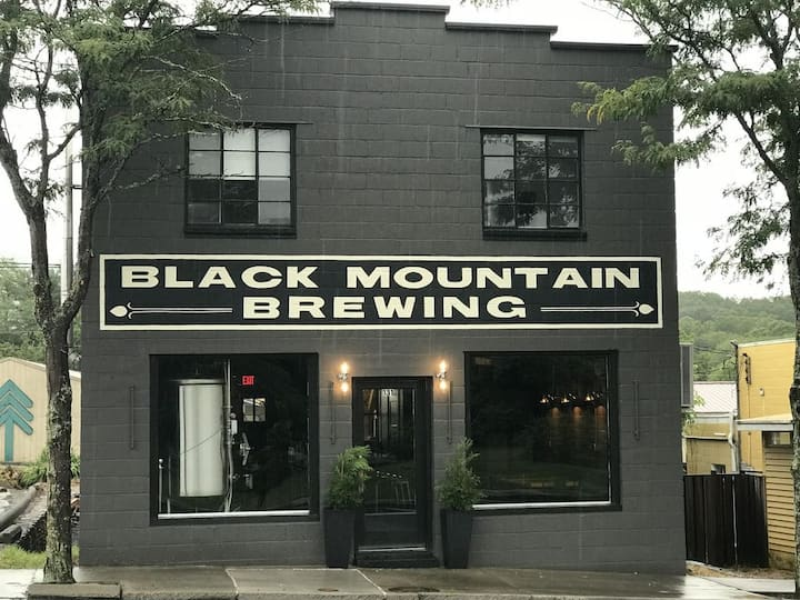 Brewery Apartment - Downtown Black Mountain