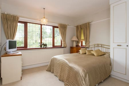 Ridgeview B&B - The St Albans Room - Potters Bar - Bed & Breakfast