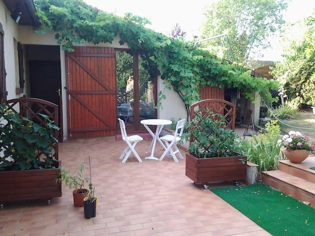 Chambre sur jardin - Champhol - House