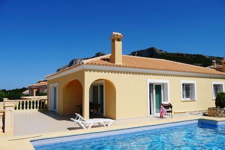 Villa à Dénia, 3 chambres piscine. - Dénia