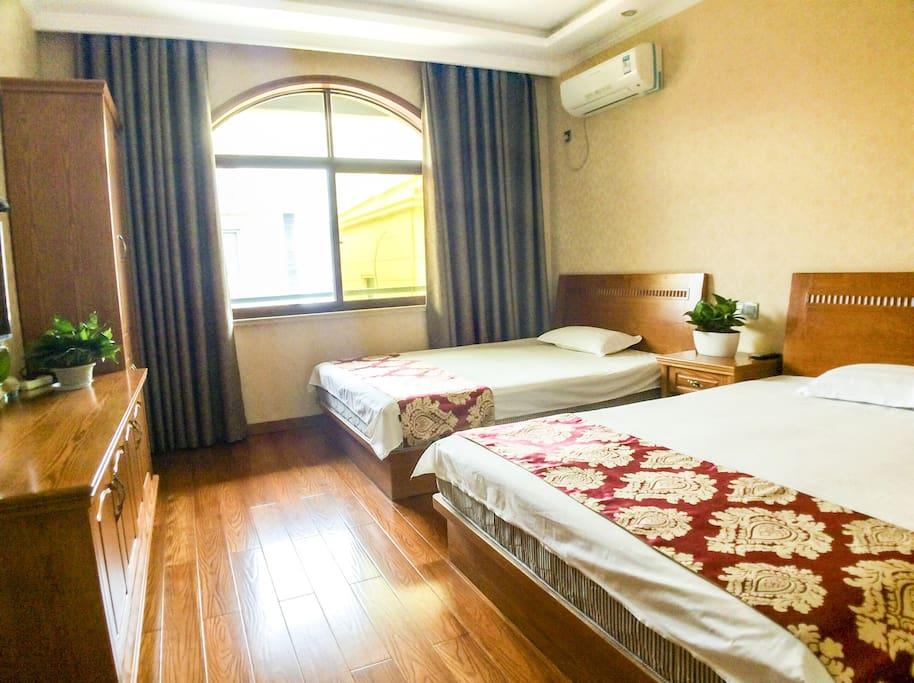 3楼:1.5m大床×2张(独立卫生间)