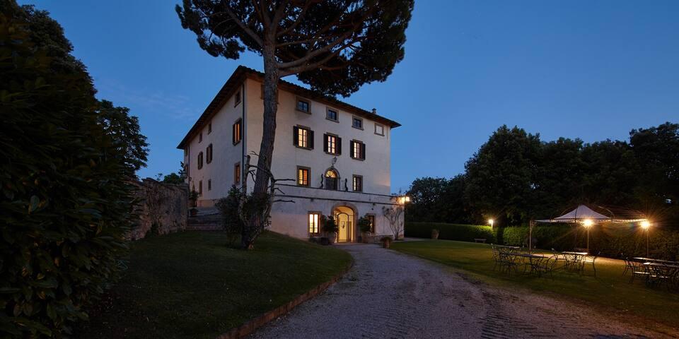 Borgo il Castagno-Villa for 16 persons