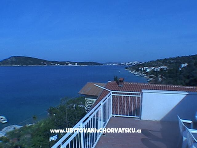 App. Tonka-Penthause, 25m from sea, private beach - Rogoznica - Hus