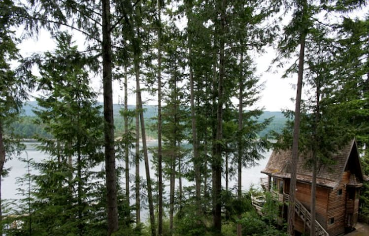 Waterfront Cozy 1 Bedroom Chalet - Powell River