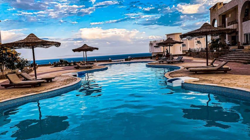 Cozy Pool Apartments & Sea View