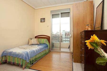 Luminosa habitación centro Aldaia - Aldaia - Apartemen
