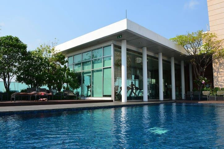 Roof top pool/Near Bts / Free WIFI - Bangkok - Appartement