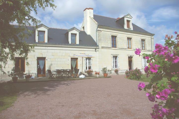 Chambres d'hôtes de La Thibaudière - Allonnes - Bed & Breakfast
