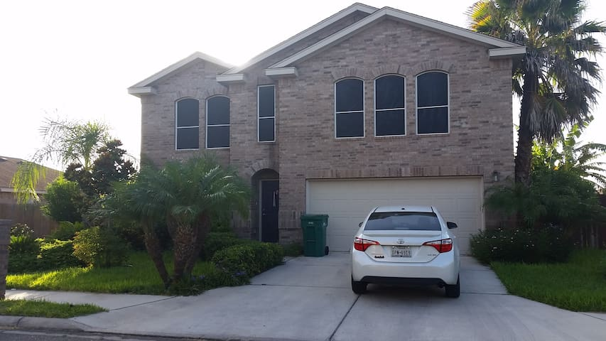 Peaceful Home in Gated Community - pharr - House