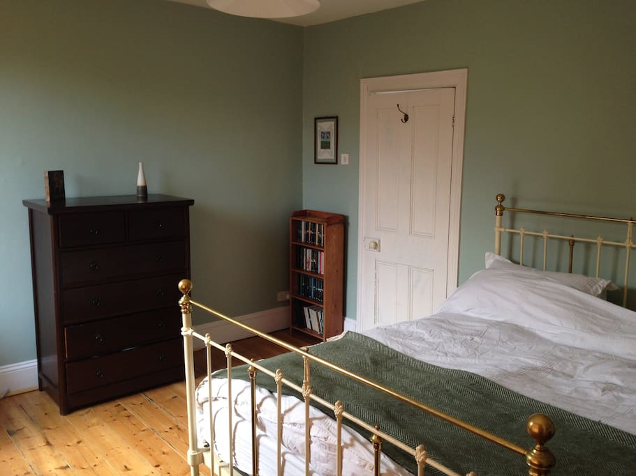 Main bedroom with queen size antique bed