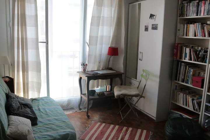 Little studio & books, Paris 20eme