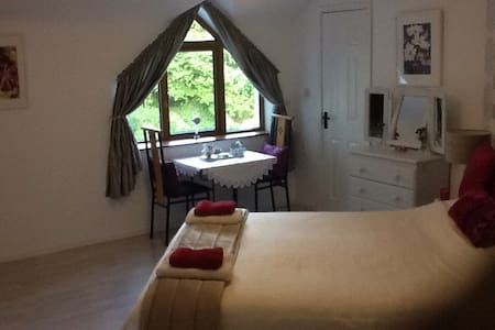 Large king size en-suite bedroom - Clarinbridge