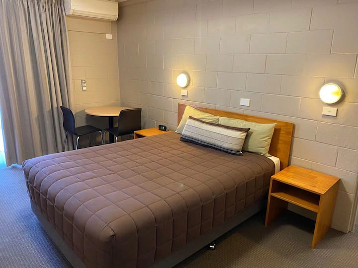 Deluxe  2 Bed-rooms Suite for 4
