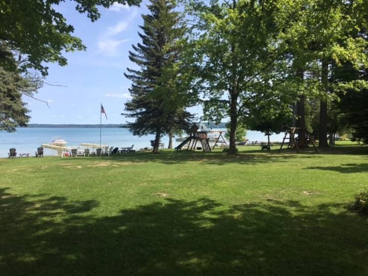 Voneda Place on Beautiful Elk Lake. Cottage 21
