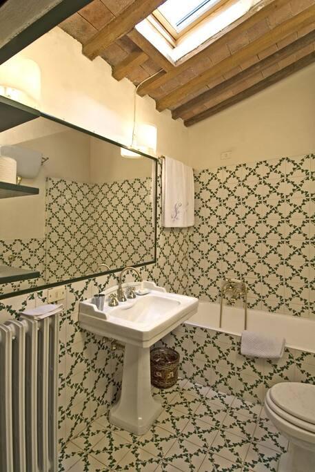 Casa Clementina - ensuite bathroom