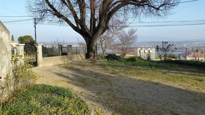 Maison au calme avec vue sur la vallée du Rhône