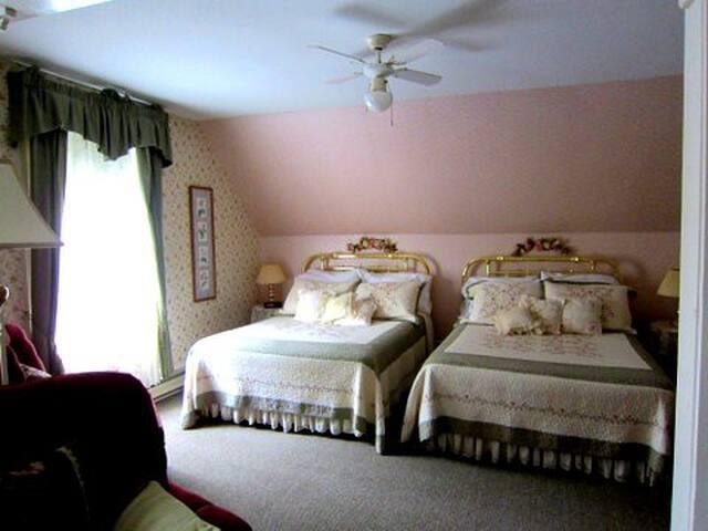 Amber Rose Inn~ The Rose Room