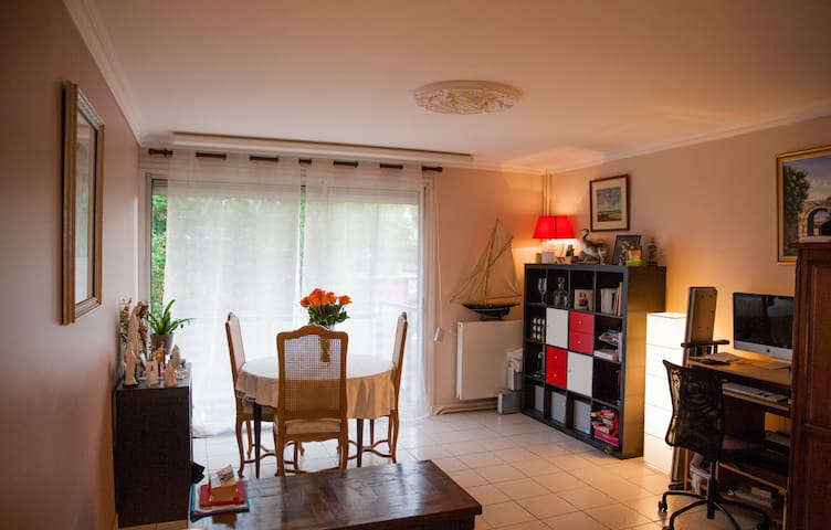 Nice room near Versailles!!! - La Celle-Saint-Cloud - Apartamento